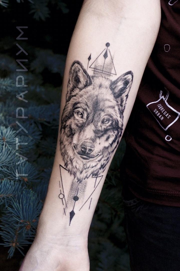Фото татуировки, волк на предплечии у му
