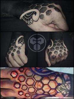 Фото татуировки, на кисти орнаменталный