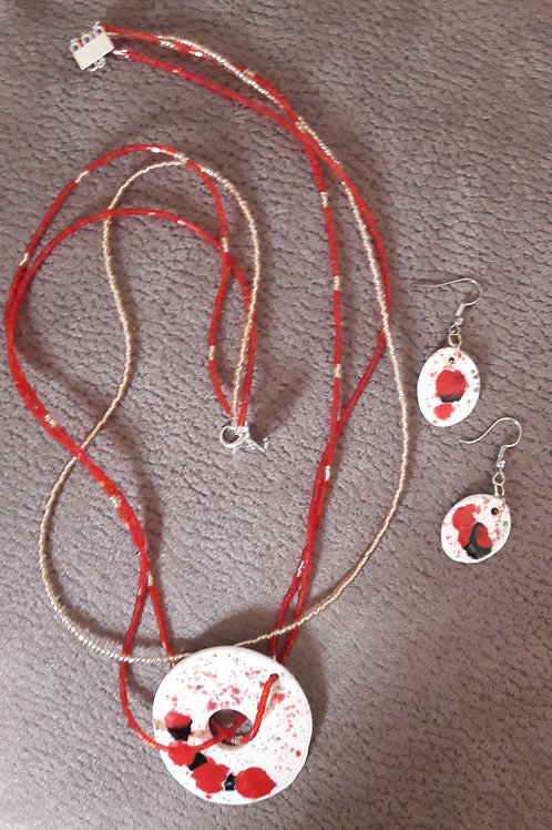 Collier plaque et perles verres + boucles d oreilles