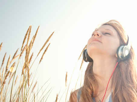 4 Ways to Use Music To Reduce Stress and Anxiety!
