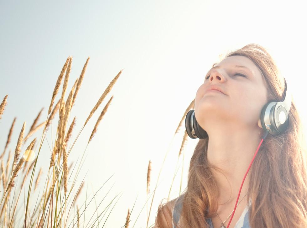 Sana tu interior con el poder de la música y los sonidos; Aquí dos maneras de lograrlo