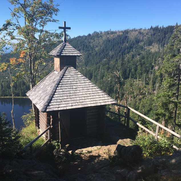 Rachelkapelle mit See