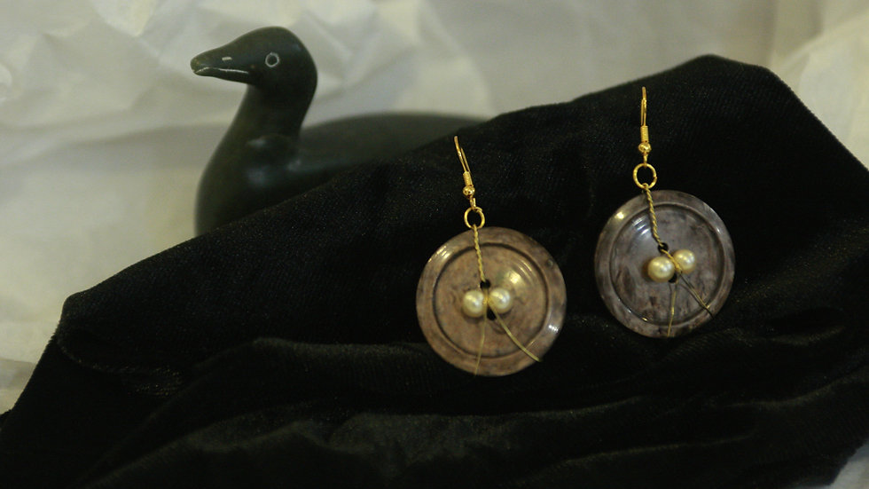 Wire wrapped faux pearl button