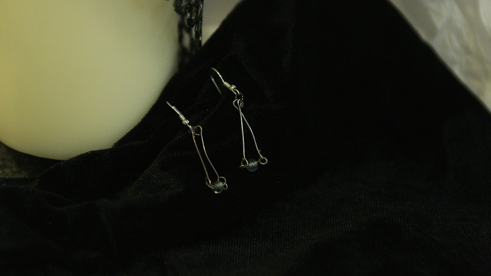 Metal bar triangle & bead drop.
