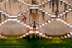 boys mirroring the architecture
