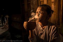burmese woman smoking