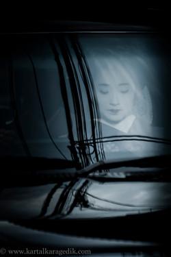 geisha in taxi