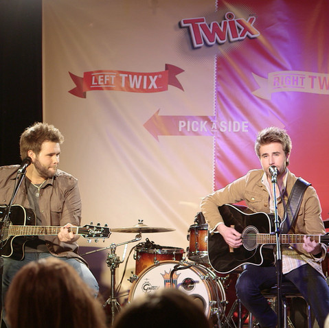 TWIX® Pick a Side Sing-off wtih The Swon Brothers