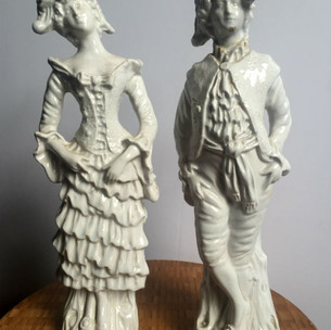 French man and woman statues