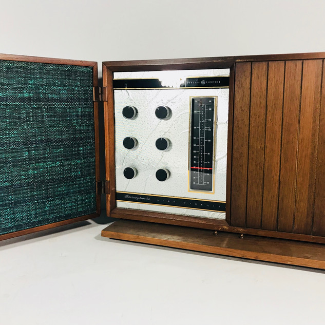 General Electric Console Radio with speakers