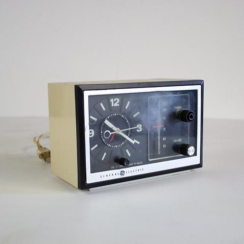 GE 7-4725 Clock Radio 1970s