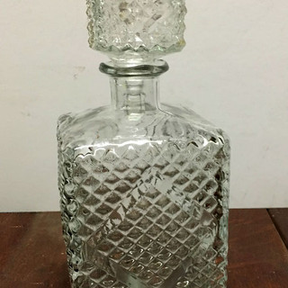 Quilted glass decanter
