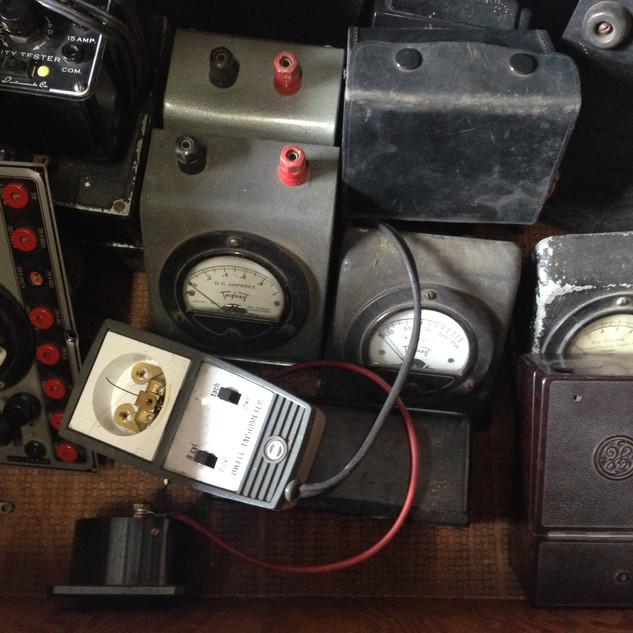 Amp gauges
