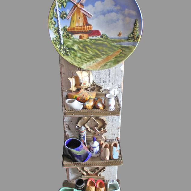 Dutch knick knacks Windmill landscape plate, miniature clogs