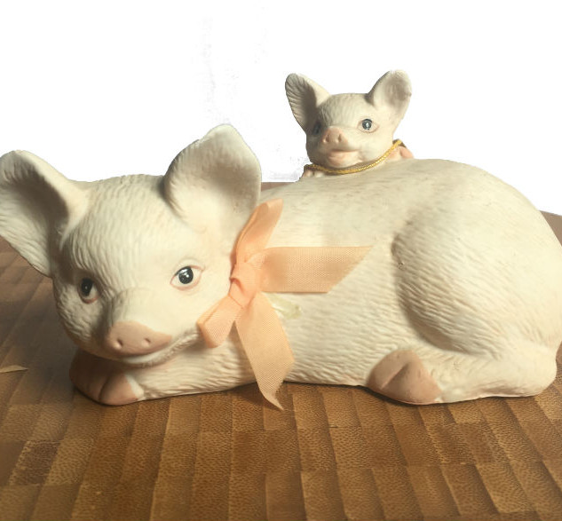 Mama pig with Piglet