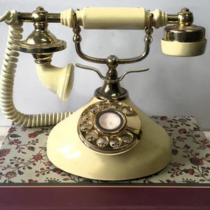 1930's- 1940's Style Telephone