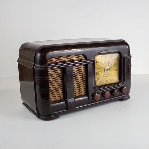 Brown Bakelite Radio 1940s