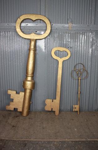 Oversized Skeleton Keys
