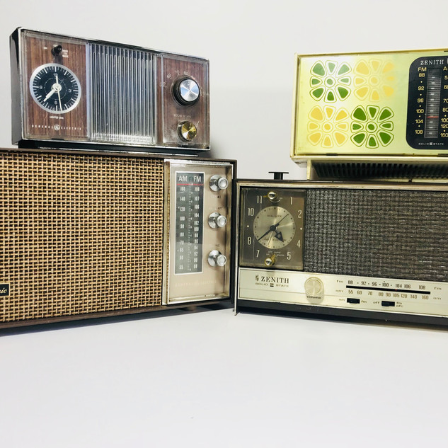 General Electric (top left)  General Electric (bottom left)  Zenith (top right) Not Available Zenith (bottom right) Radio