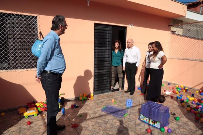 Prefeito Jorge Lapas visita e parabeniza a AMAMOS