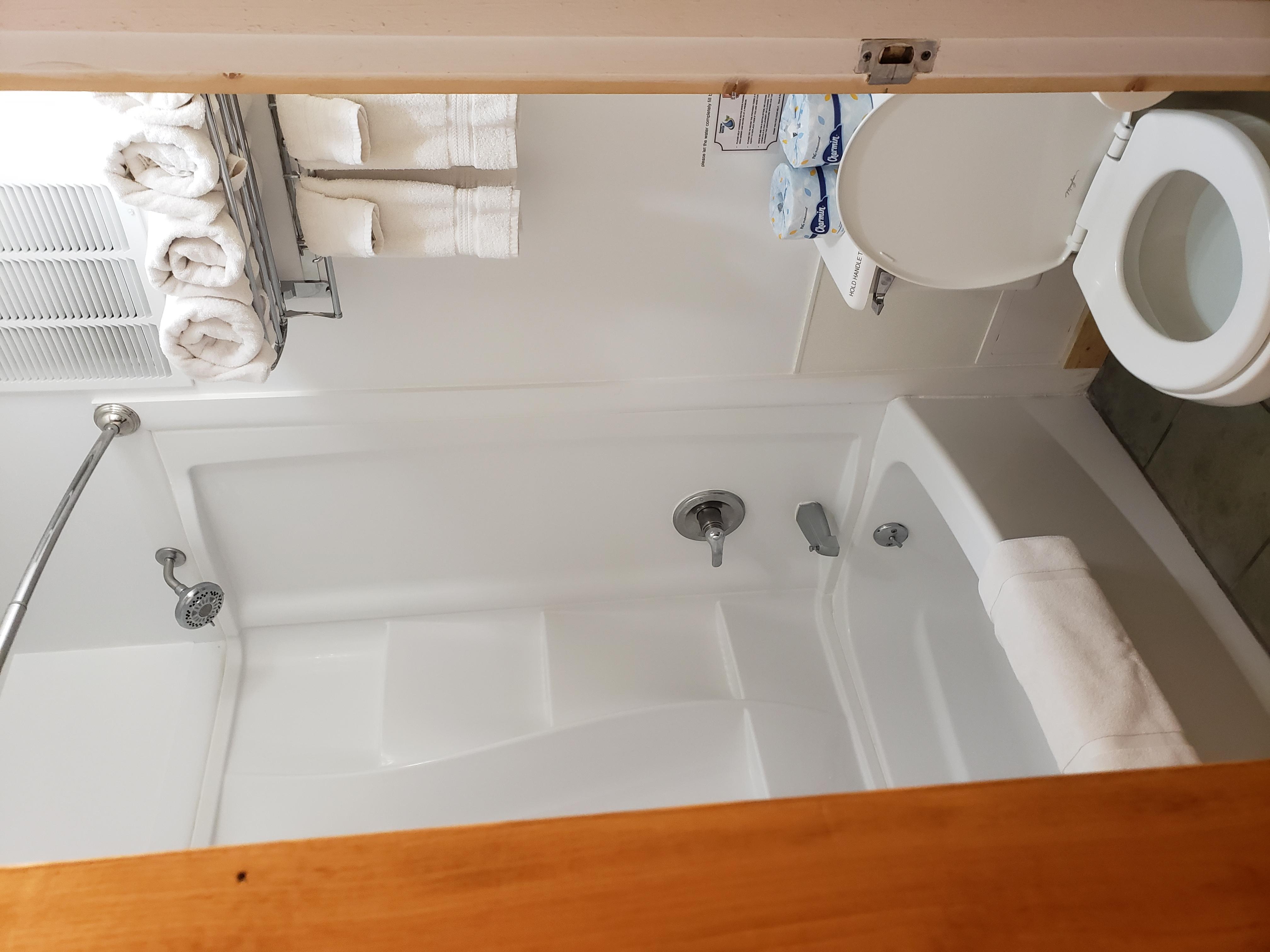 Desert Juniper Adobe Cabin bathroom