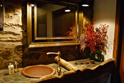 Hotel Can Gasparo - aseos restaurante gastronomico pirineo molton brown amenities