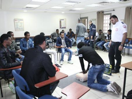 Maghen David Adom al fianco dei profughi africani per un training sul pronto soccorso