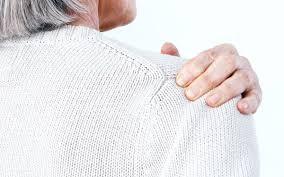 Dolore alla spalla continuo. Le infiltrazioni possono essere utili?