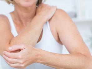 Dolore al gomito: potrebbe essere l'epicondilite anche conosciuta come il gomito del tennista