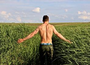 Impara a prenderti cura della tua schiena. Un breve video ti spiega come.