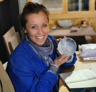 Chloé, prof de poterie