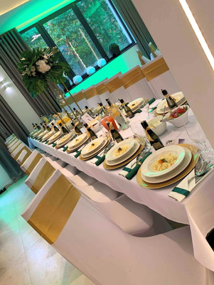 stol weselny zloto zielony.jpg