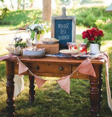 slodki stol w stylu rustykalnym
