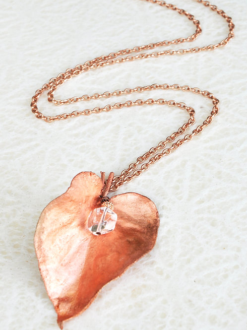 Feuille de lilas et cristal de roche   collier