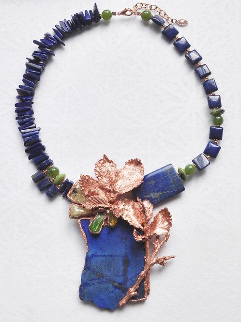 Lapis lazuli, serpentine, damburite, péridot, ambre    collier
