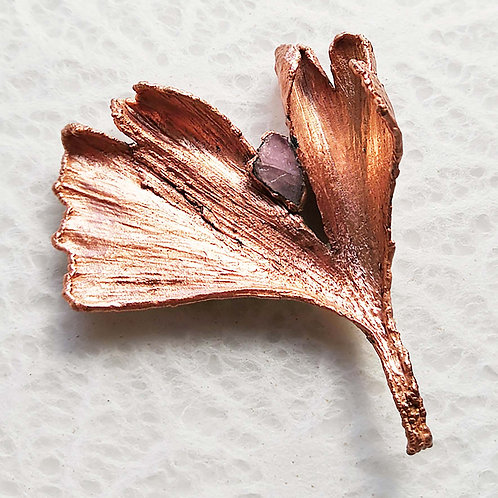 Feuille de ginkgo et tourmaline rose   broche