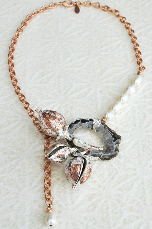 Coques de paulwonia, perle de culture, agate    collier