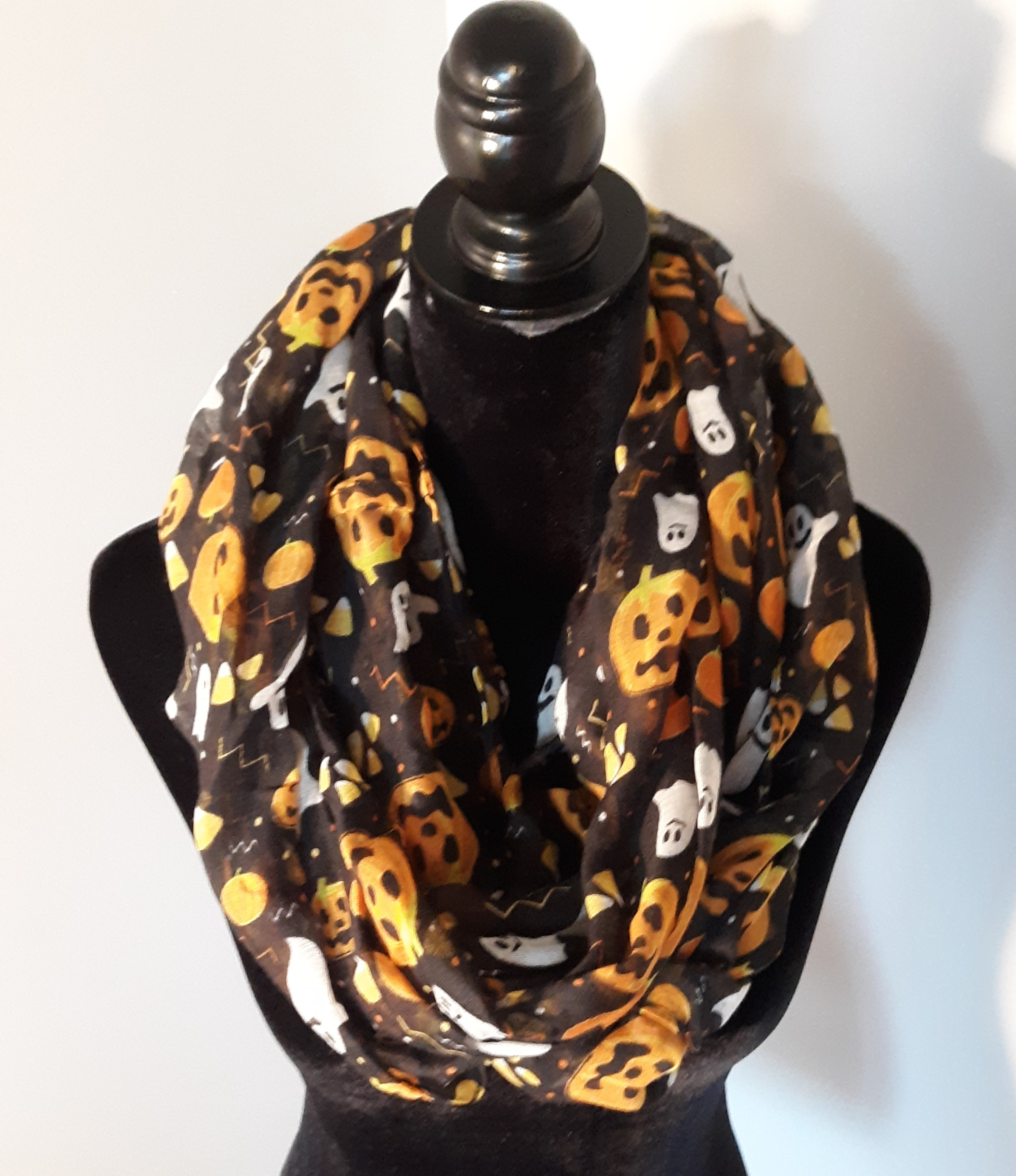 1629 - bk pumpkin ghost scarf