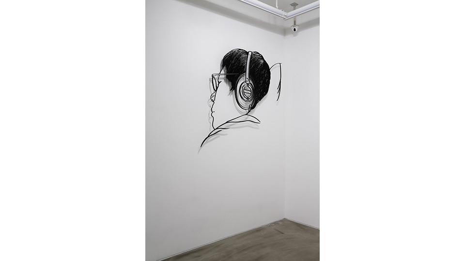 헤드폰을 낀 남자 The Man wearing a Headphone, 2012, aluminum, 145 x 135 x 1 cm