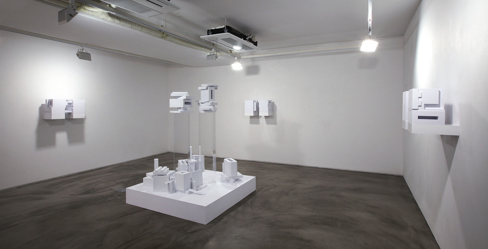 """Installation view of """"間看 (In Between, Seeing)"""", Gallery Simon, 2015"""