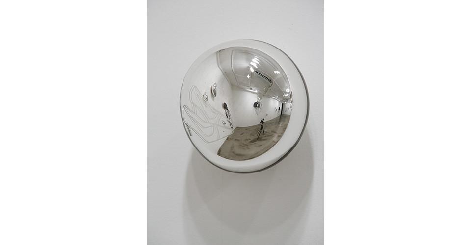 위안 Solace, 2012, etching on silver mirror, 13.5 x 13 x 10 cm