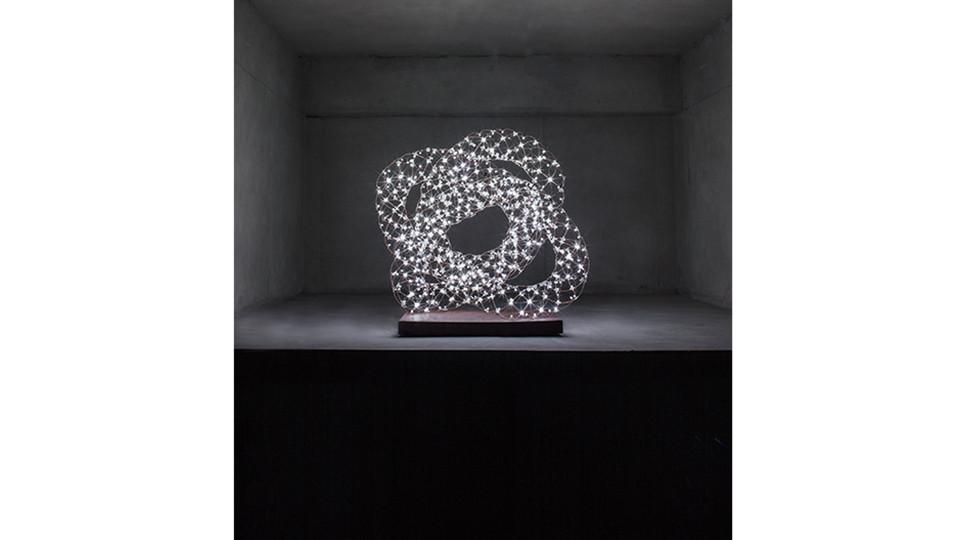 토러스 매듭-3 Torus Knot-3, 2013, Copper Wire+LED, 70 x 45 x 60(h) cm