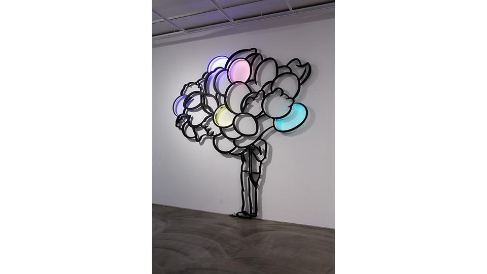 풍선들 The Balloons, 2012, stainless steel, LED light, 370 x 326 x 5 cm