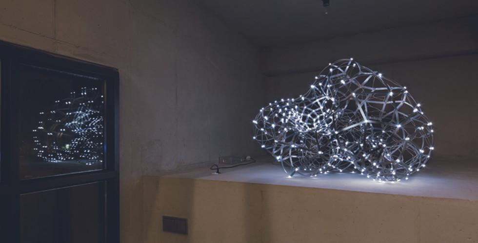 Joohyun Kim, Torus, 2010, aluminum+LED, 100 x 150 x 100cm