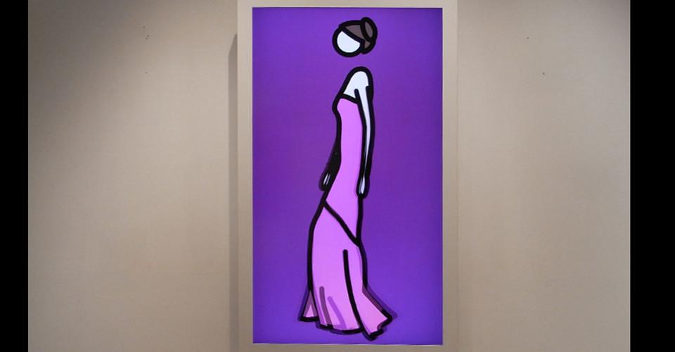 Julian Opie, Ruth Walking in Ball Gown, 2008, computer film, 52'' LCD screen PC, 125.5 x 75 x 12.5 cm