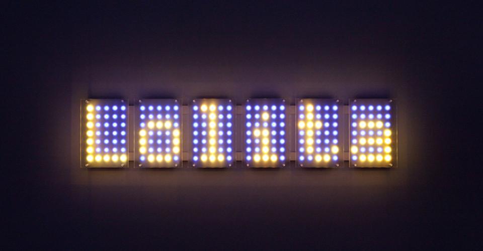 Ben Rubin, Lolita 6, 2009, color LEDs, acrylic, 56 x 8 1대각선2''
