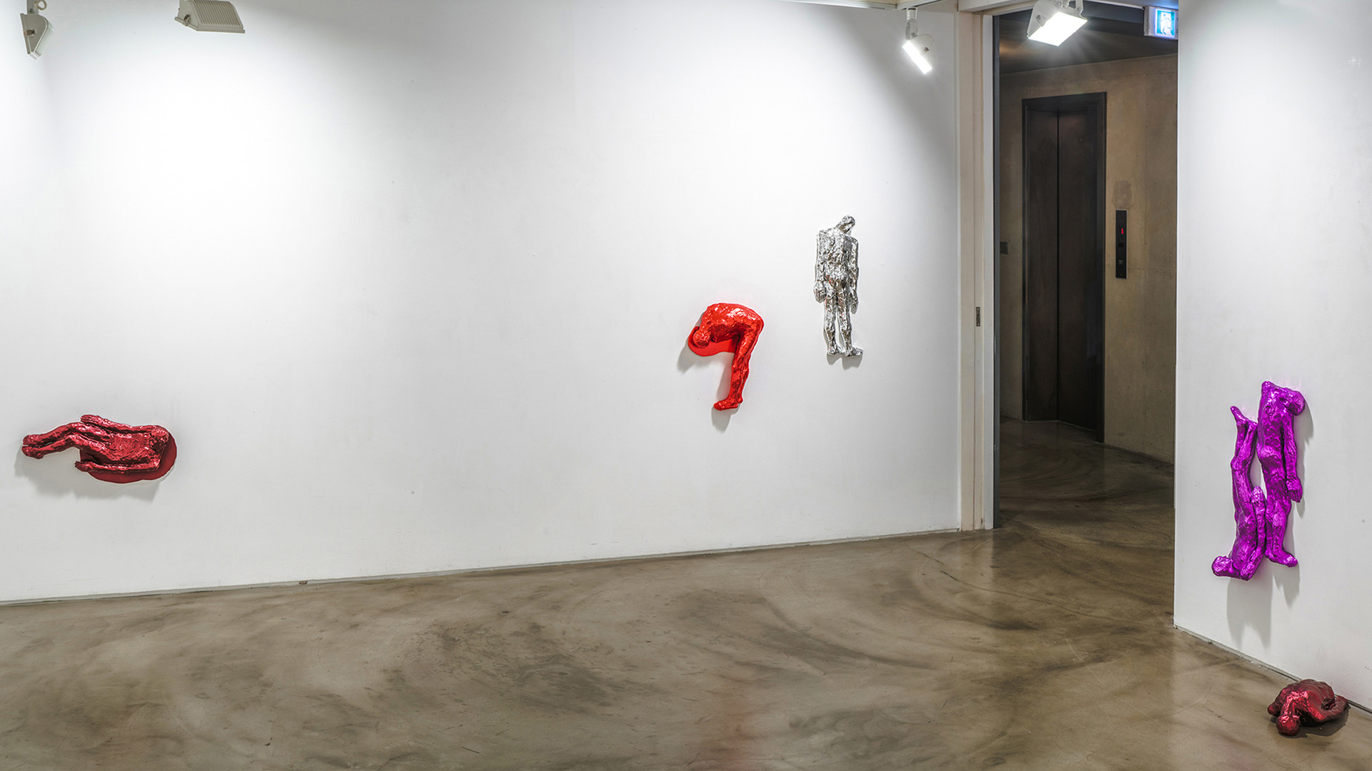 Installation view of Colorful Weights 彩色荷重, Gallery Simon, 2019