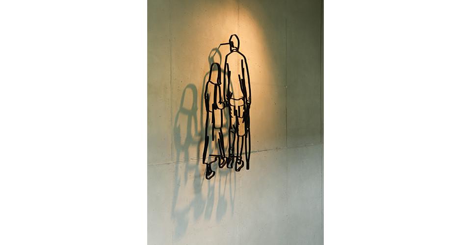 아빠와 딸 Dad and Daughter, 2012, aluminum, 77 x 45 x 10 cm