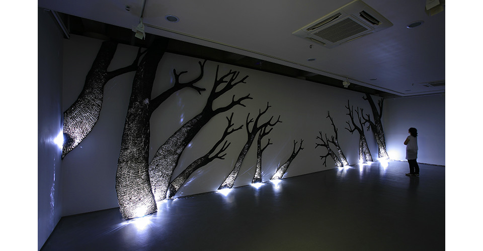 Choi, Tae-Hoon, Skin of Time3, 2007, steel and light, variable installation