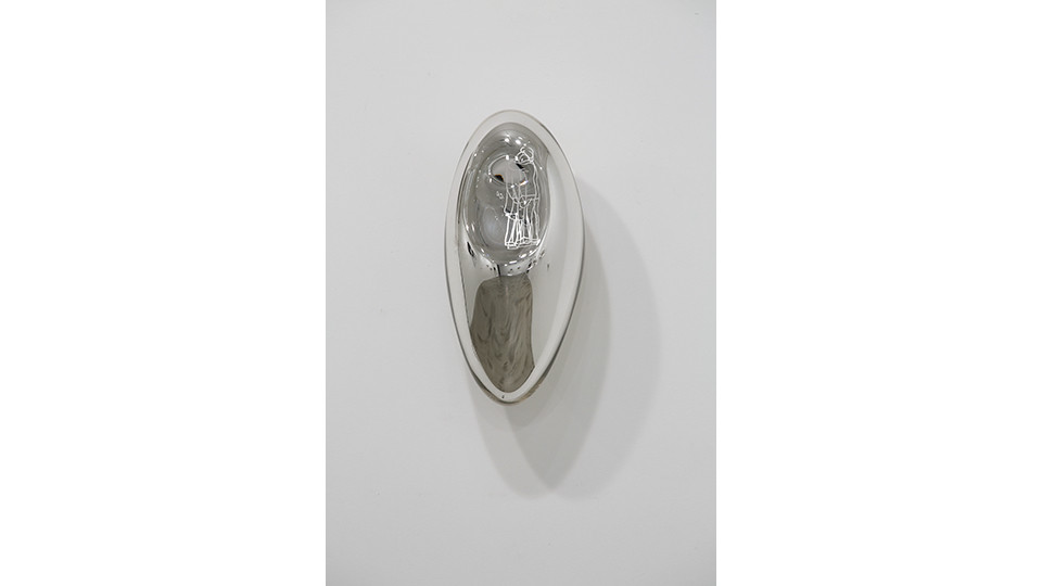 위로 Comfort, 2012, etching on silver mirror, 42 x 19 x 20 cm